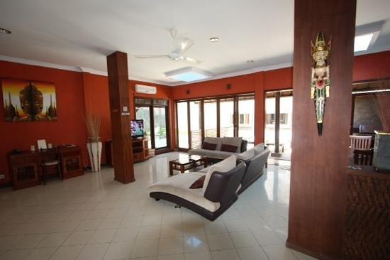 Kuta Luxury Villas - Turquoise Villa: lounge dining area