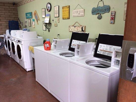Horspitality RV Park : Laundry