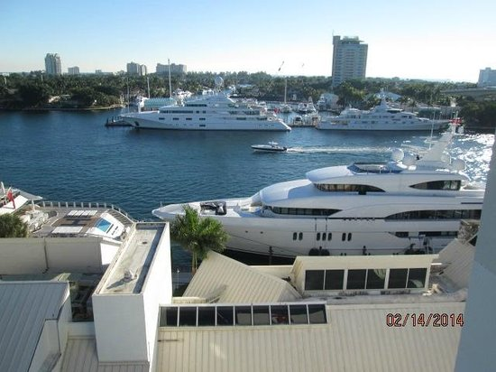 Hilton Fort Lauderdale Marina : View of the intercoastal waterway from room balcony.