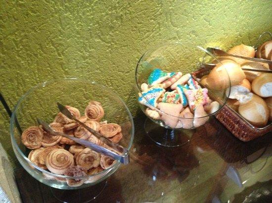 Hotel Canto Belo: doces do café da manhã