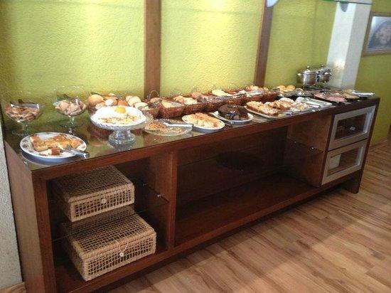 Hotel Canto Belo: Café da manhã