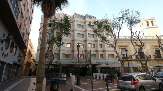 Nuevo Torreluz Hotel: The hotels main facade