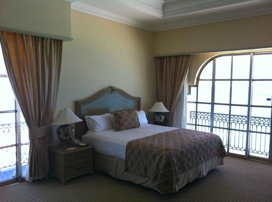 Ritz-Carlton Cancun: Oceanfront Suite 8053