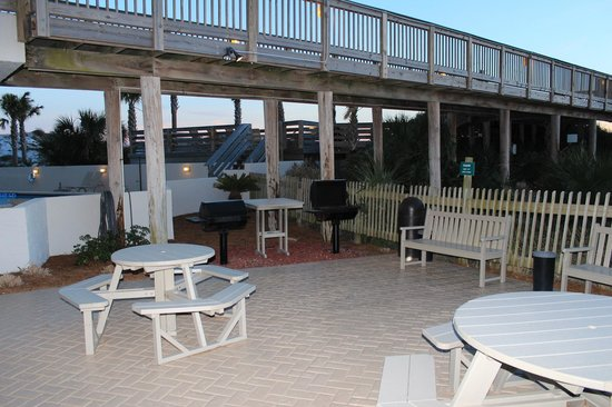 Beachside Towers at Sandestin: BBQ area