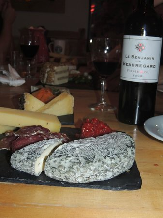 Chalet Deux Freres : One of the beautifully presented cheeseboards served after dinner