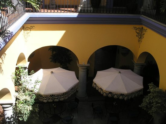 Hostal de la Noria: Beautiful courtyards