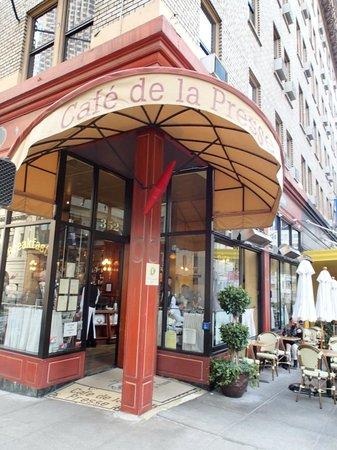 Cafe De La Presse: Adventure Bums, Get off the Path