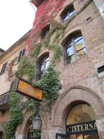 La Cisterna Hotel : Front of the hotel
