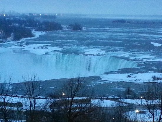 Radisson Hotel & Suites Fallsview: Falls from the room