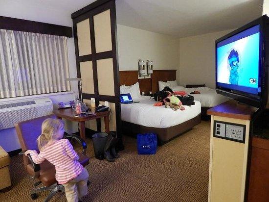 Hyatt Place Milwaukee Airport: spacious room - 2 queens and sleeper sofa