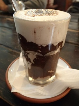 La Esquina Cafe-Bakery: hot choc