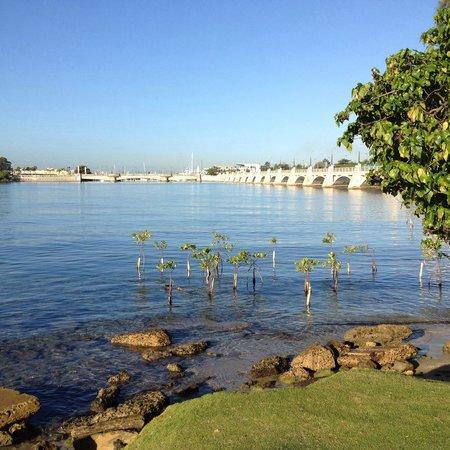 Condado Lagoon : Lado opuesto a la playa La Peña del Perro. Se observa todo el puente.