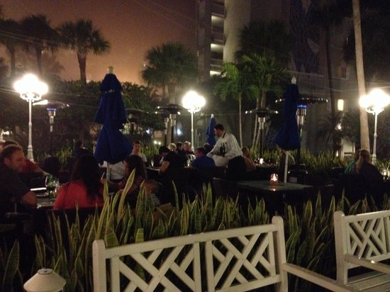 Palm Court Italian Grill: Outdoor dining at Palm Court