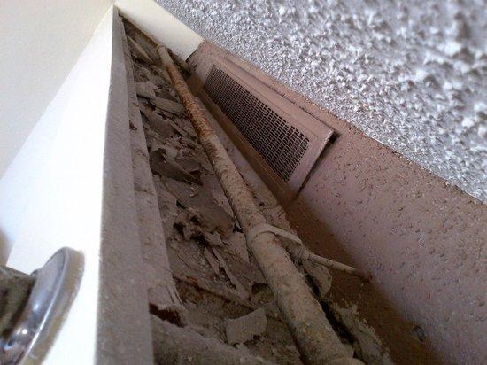 Hyatt Regency Pier Sixty-Six: Debris, Dust, mold etc. in the soffit
