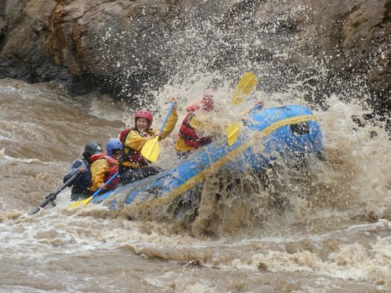 River Rafting the Urubamba River : In the rapids