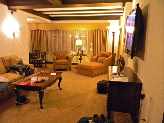 Hotel Baker : spacious living room
