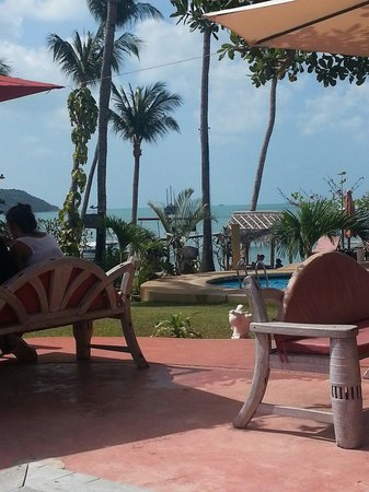 Samui Pier Resort: vista dal giardino