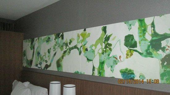 Hilton Garden Inn New York/Central Park South-Midtown West: Headboard.