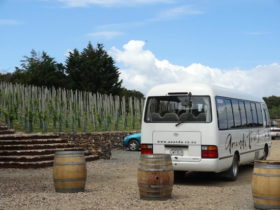 Wyspa Waiheke, Nowa Zelandia: Ananda touring van at Batch Winery