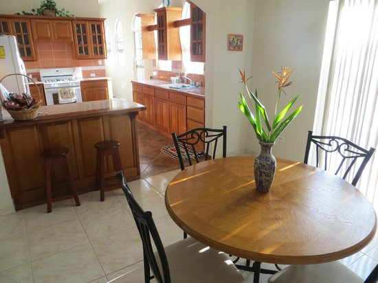 Villa San Juan: The kitchen / dining area