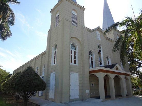 Saint Mary Star of the Sea : Saint Mary outside