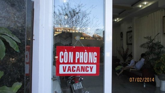 Hoang Viet 2: Easy to see why the vacancy sign is up!
