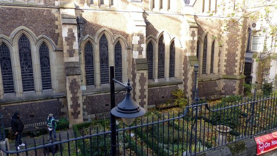 Southwark Cathedral - garden area