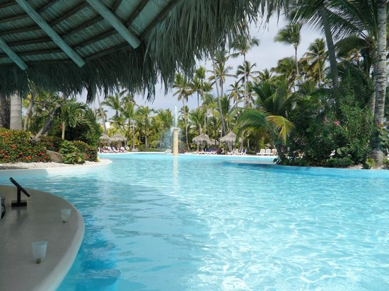 Level Pool Bar - Picture of Melia Caribe Tropical All ...