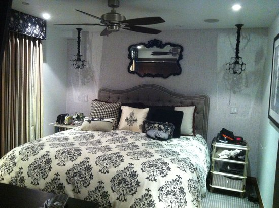 The Gant: Nice decor. large comfortable bed