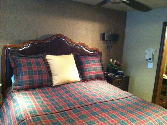 The Gant: Main bedroom. large comfortable bed.