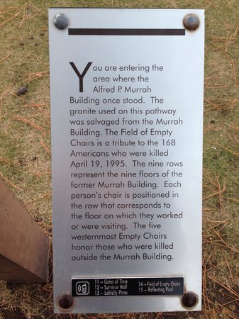 Oklahoma City National Memorial & Museum: Placa explicando o ocorrido