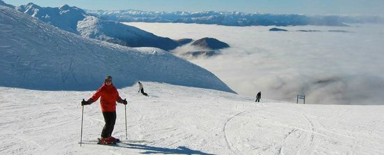 Aoturoa: Lesley skiing at Treble cone