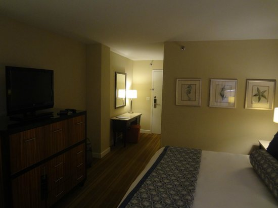The Westshore Grand, A Tribute Portfolio Hotel, Tampa: Room entry