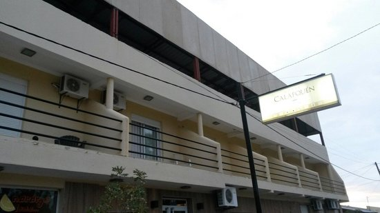 Hotel Calafquen: Frente del hotel