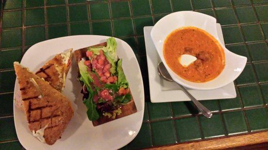 Tari's Cafe : Grilled cheese panini and tomato soup.