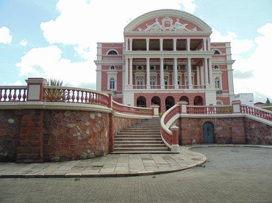 Théâtre Amazonas : Vista de frente do Teatro Amazonas