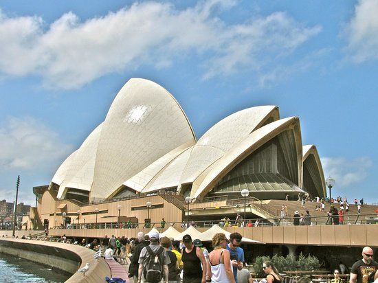 Sydney Opera House : Front view
