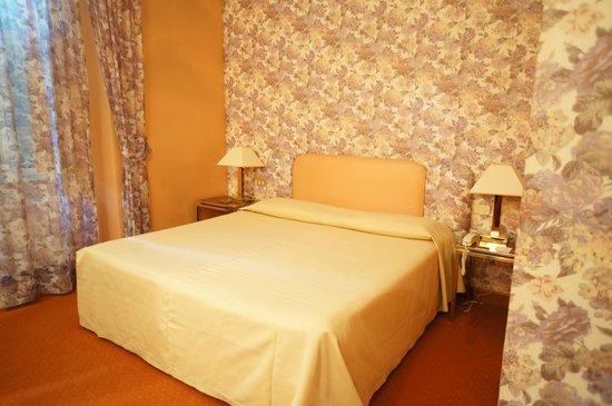 Marcella Royal Hotel: Queen Bed