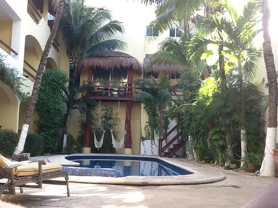 Hotel Riviera Caribe Maya: Sitting pool side