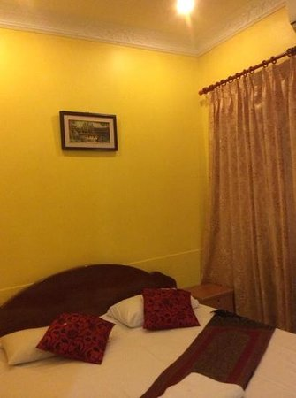 Golden River Palace Guesthouse: Redecorated Room 001