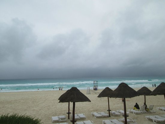Park Royal Cancun: vista da praia do hotel