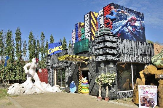 Amana Waterpark: entrance attraction