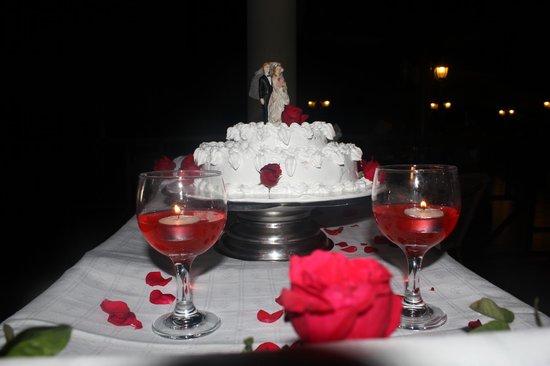 Hotel Playa Costa Verde: Our wedding cake