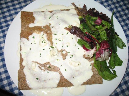 Le Petit Saint Malo: Salmon, potato and blue cheese cream sauce galette