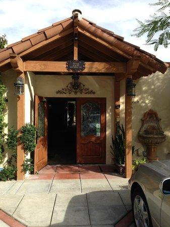 Old Ranch Inn: The entrance to the Inn