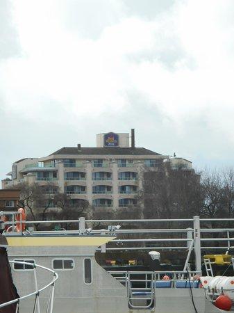 Best Western Plus Inner Harbour: Le BW depuis le port