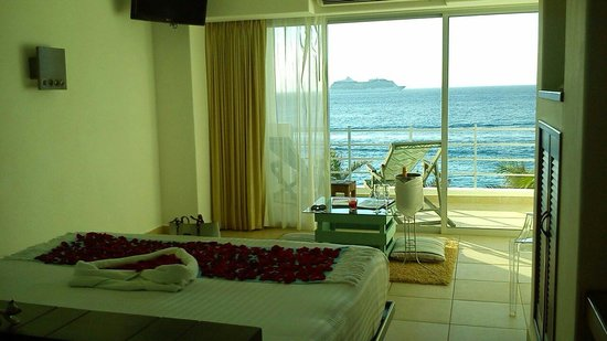 Hotel B Cozumel: Feliz aniversario. .