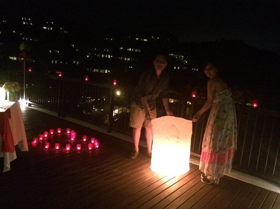 Banyan Tree Samui : Destination Dining - releasing sky lantern