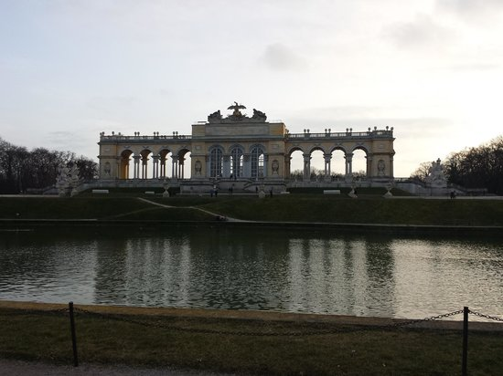 Schloss Schönbrunn: cafe inside the building and worth the hike