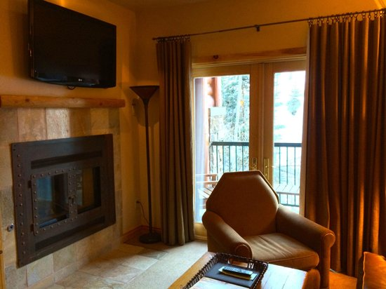 Mountain Lodge Telluride: large sliding doors to porch from living room overlooking slopes